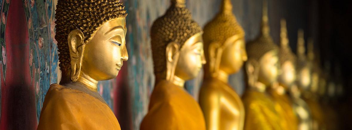 goldene Buddha Statuen in einem Tempel